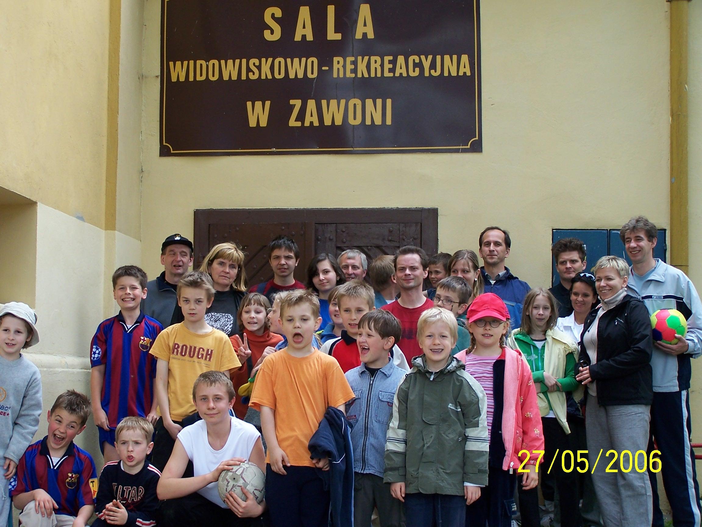 Do poważnej, sportowej gry w szachy trzeba mieć kondycję, więc szachista powinien dodatkowo uprawiać sporty ruchowe. Zawodnicy MUKS MDK Śródmieście Wrocław podczas festynu szachowo-rekreacyjnego w Zawoni 27.05.2006.