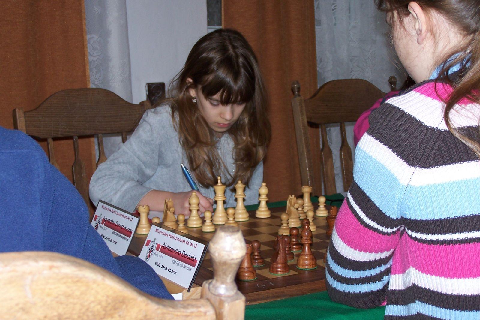 Nieprzyjęty gambit hetmański. 1.d4 d5 2.c4 e6 3.Sc3. Mistrzostwa Polski Juniorek do lat 12, Wisła, 20-28.03.2010.