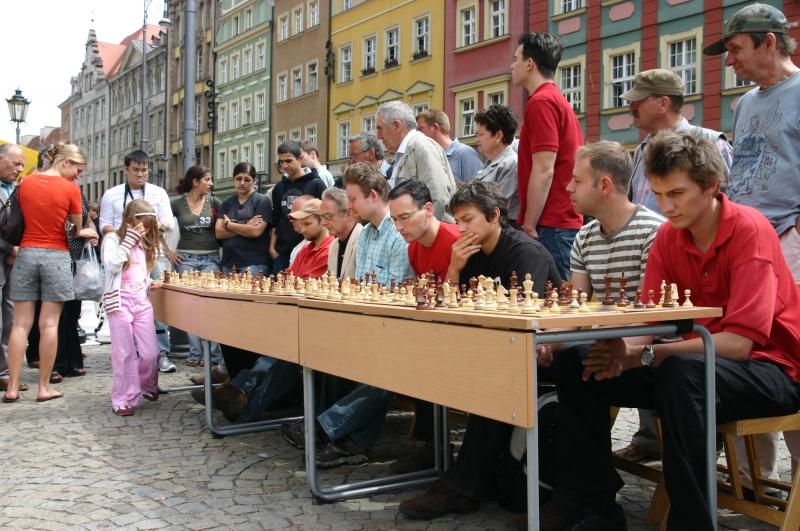 Agnieszka Dmochowska symultana Wrocław Rynek 2007