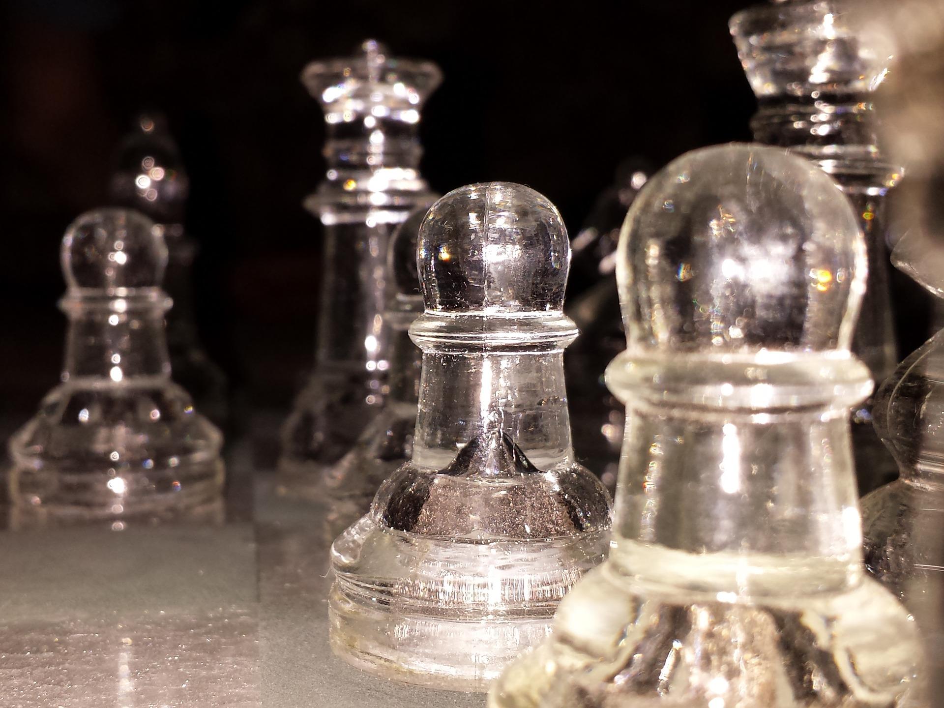 szklane szachy hetman pionki piony