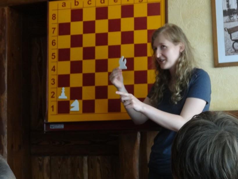 szachy goniec skoczek pionek szachownica demonstracyjna Sokołowsko Joanna Korpalska