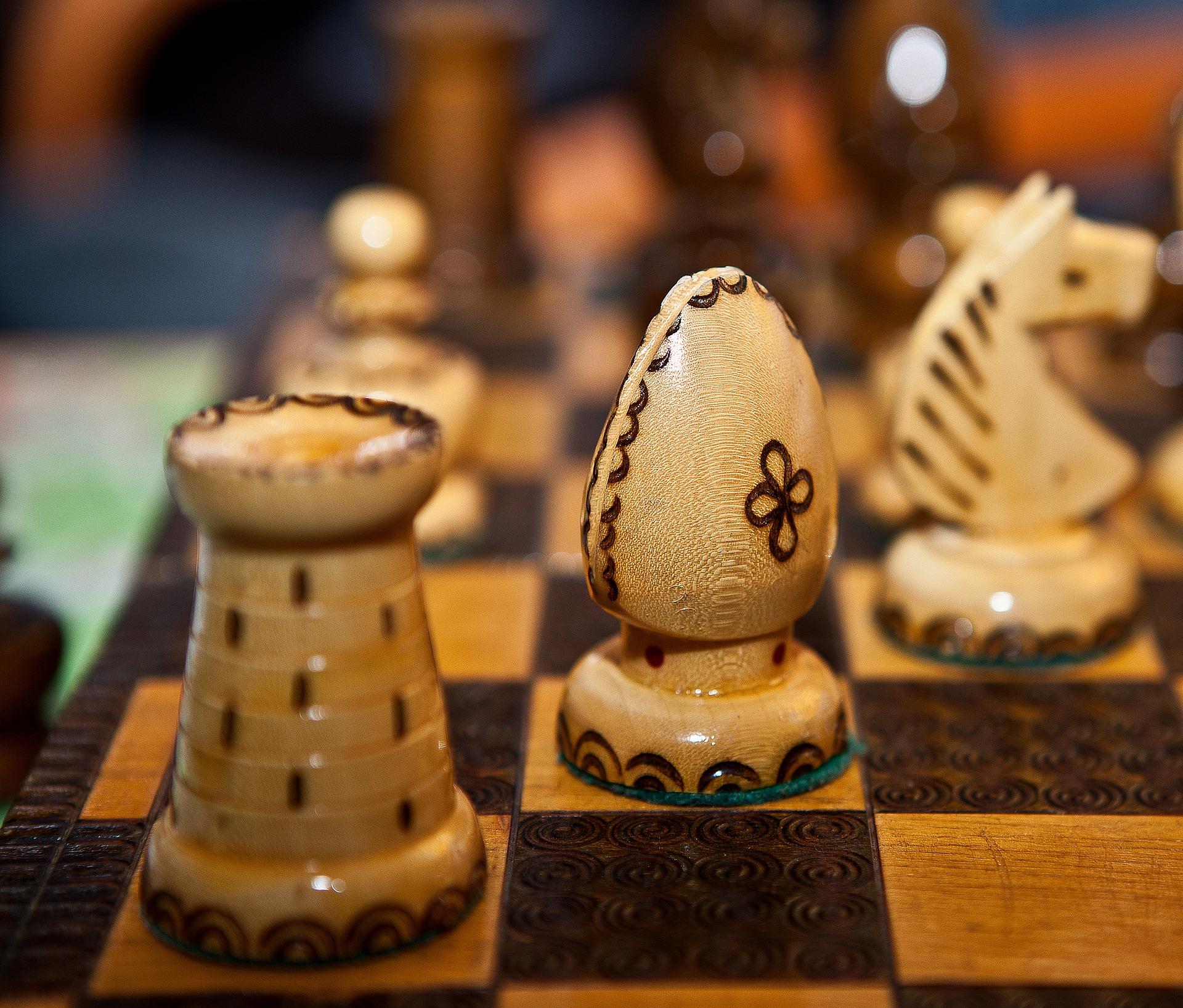 szachy wieża goniec skoczek pionek szachownica