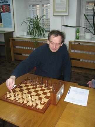 Robert Korpalski, zdjęcie, klub hetman, pozycja wyjściowa, interaktywny podręcznik szachowy, bierki szachowe, szachownica, szachy dla dzieci, lekcje szachowe, nauka szachów dla poczatkujących, piękno w szachach, szachowa sztuka,