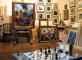 obrazy, galeria sztuki, stolik, zegar, ciekawa pozycja, rozgrywka, interaktywny podręcznik szachowy, bierki szachowe, szachownica, szachy dla dzieci, lekcje szachowe, nauka szachów dla poczatkujących, piękno w szachach, szachowa sztuka,