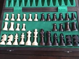 Mikołaj Sobolewski, Gimnazjum nr 13 im. Unii Europejskiej we Wrocławiu, zdjęcie, opakowanie, bierki szachowe, interaktywny podręcznik szachowy, szachy magnetyczne, nauka szachów dla poczatkujących, piękno w szachach, szachowa sztuka,