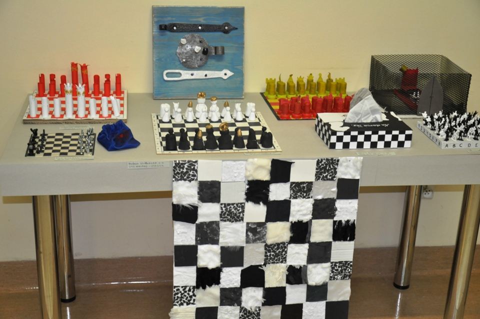 wystawa pokonkursowa, KRÓLEWSKA GRA, SZACHY dla dzieci, MDK Śródmieście Wrocław, listopad 2015, Fot. Beata Bombała, interaktywny podręcznik szachowy, piękno szachów,
