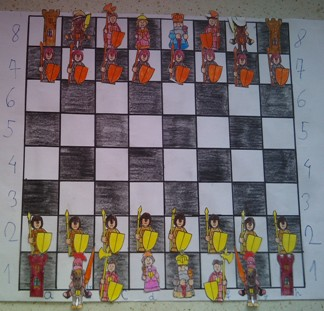 konkurs plastyczny, bajkowy świat szachów, miesięcznik mat, edukacja przez szachy w szkole, polski związek szachowy, rysunek, praca plastyczna, kurs interaktywny szachydzieciom.pl, bierki szachowe, szachownica, współrzędne, pozycja wyjściowa,
