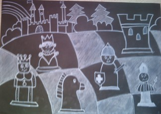 konkurs plastyczny, bajkowy świat szachów, miesięcznik mat, edukacja przez szachy w szkole, polski związek szachowy, rysunek, praca plastyczna, kurs interaktywny szachydzieciom.pl, bierki szachowe, szachownica, zamek, drzewa, wzgórza, tęcza, choragwie,