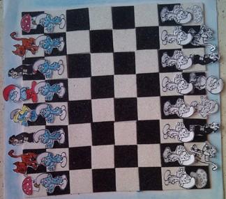 konkurs plastyczny, bajkowy świat szachów, miesięcznik mat, edukacja przez szachy w szkole, polski związek szachowy, rysunek, praca plastyczna, kurs interaktywny szachydzieciom.pl, pozycja wyjściowa, smerfy w gotowości bojowej, szachownica, smerfowa gra w szachy, papa smerf, smerfetka, gargamel, klakier, memoriał mistrza czesława błaszczaka,