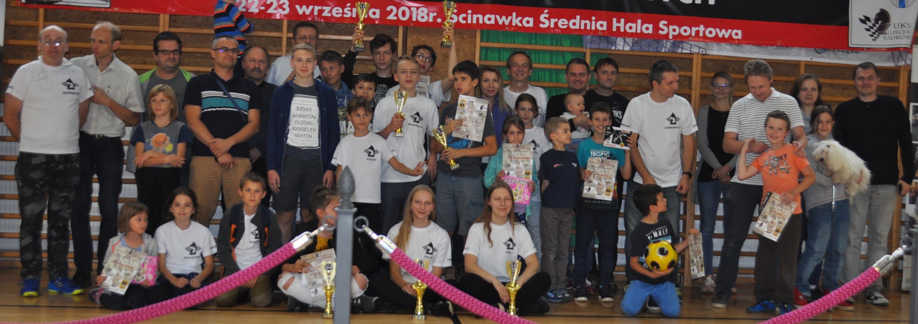 Część ekipy MUKS MDK Śródmieście Wrocław - po podboju Ścinawki Średniej. 23.09.2018, Zdjęcie - Ewa Felsztyńska-Korpalska,