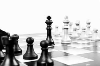 remis, wysunięte króle, szachownica, bierki szachowe,