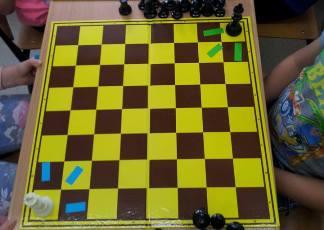posunięcia króla, ruchy szachowych króli,