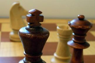 skoczek i wieża przeciwko królowi i hetmanowi