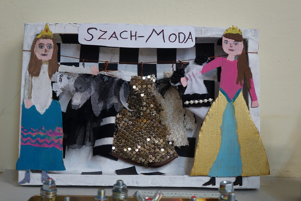 Praca Teresy Czajczyk (10 lat, SP Nowa Wieś, MGOKiS w Dobczycach). Konkurs KRÓLEWSKA GRA - SZACHY, MDK Śródmieście Wrocław, listopad 2015. Fot. Wojciech Zawadzki.