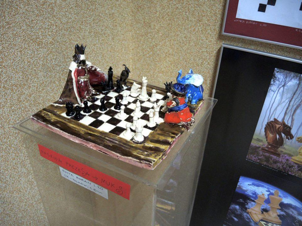 """2 Ogólnopolska Wystawa Pokonkursowa """"Królewska gra w szachy"""" 2021. Edyta Baran - nagroda. Zdjęcie - Anna Szuleszko."""